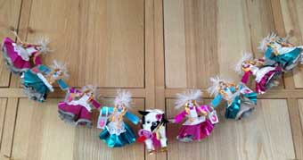 Christmas decoration, 8 maids milking